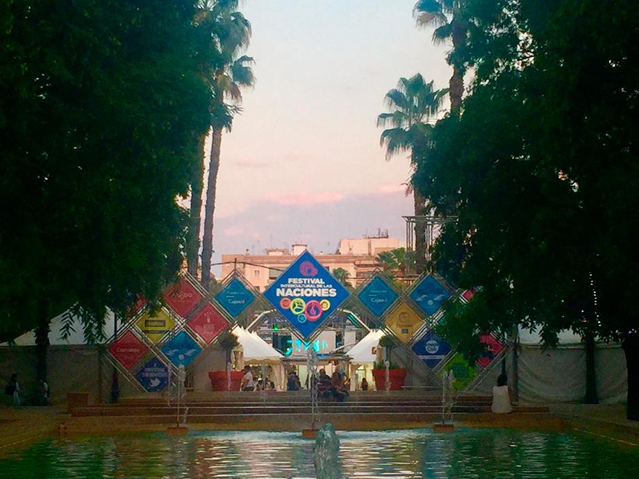 Fotos Tranvía y Portadas 25 Aniversario Festival de las Naciones Sevilla